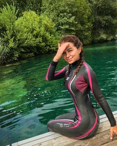 Triathlon Wetsuit, Triathlon Gear, Dress For Body Shape, Tri Suit, Diving Wetsuits, Bikini Fitness Models, Scuba Girl, Swimming Diving, Womens Wetsuit