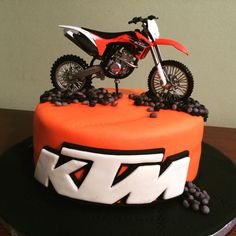 KTM motorcycle cake KTM motorcycle cake Gâteau moto KTM 0 Source by Motorcycle Birthday Cakes, Motorcycle Cake, Bolo Motocross, Dirt Bike Cakes, Cross Cakes, 3rd Birthday Cakes, Cake Name Edit, Cakes For Men, Birthday Decorations For Men