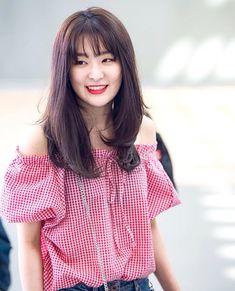 Cake Pops Pink Families New Ideas South Korean Girls, Korean Girl Groups, Asian Woman, Asian Girl, Cake Designs For Girl, Velvet Hair, Red Velvet Seulgi, Girl Bands, Girl Crushes