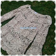 Andreia Lessa Tricô e Crochê: Bata Selena Gomez - Crochet Coat, Crochet Blouse, Crochet Clothes, Boho Crochet Patterns, Selena Gomez, Crochet Summer Dresses, Embroidery Fashion, Knitting Sweaters, Crochet Handles