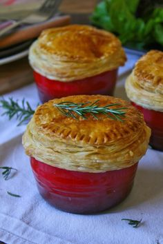 Creamy chicken and mushroom pot pies – Cupcakes and Couscous Pot Pie Cupcakes, Mushroom Cupcakes, Tart Recipes, Cooking Recipes, Cooking Ideas, Vegan Recipes, Chicken And Mushroom Pie, French Tart, Austrian Recipes