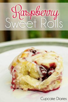 Raspberry Sweet Rolls #sweetroll #raspberry | CupcakeDiariesBlog.com