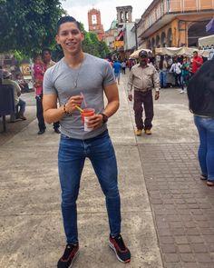 """1,530 curtidas, 7 comentários - Abraham Vazquez (@abrahamglezvazq) no Instagram: """"En Mi Pueblo los domingos vamos a misa y después por una nieve/raspado  #pueblerino…"""""""