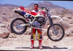 Scott Summers deadlifting his 290 pound Honda XR. The unorthodox bike that ended up helping him become one of the most prolific figures in American Offroad Cross Country Enduro Vintage, Vintage Motocross, Vintage Bikes, Vintage Motorcycles, Honda Dirt Bike, Moto Bike, Honda Motorcycles, Honda Xr400, Valentino Rossi
