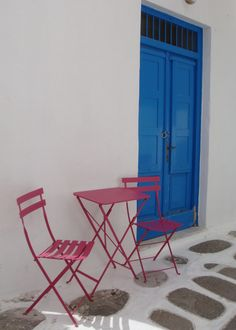 Beautiful colors in the streets of Mykonos