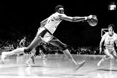 Wilt Chamberlain ✅ ⭐ (August 1936 – October was an American basketball player who played as a center and is considered one of the greatest players in history. Basketball Rules, Basketball Legends, Basketball Players, Basketball Design, Wilt Chamberlain, American Sports, Sports Figures, Nba Champions, Houston Rockets