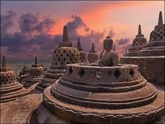 Renowned as one of the 7 Wonders of The World - Candi (read: chan-dee) Borobudur (read: Bo-row-boo-doer), Magelang, Central Java, Indonesia. Architecture Photo, Amazing Architecture, Places To Travel, Places To See, Places Around The World, Around The Worlds, Models Of The Universe, Borobudur Temple, Buddhist Temple