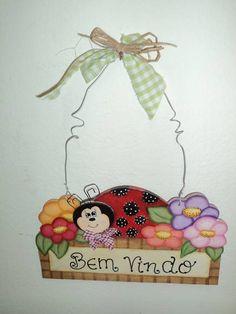 """Placa para porta com mensagem de """"Bem Vindos"""", feita com pintura.   Produto feito sob encomenda."""