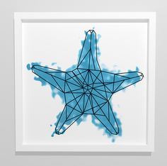 Seestern als abstrakte geometrische Illustration für die Wand oder auch als Tattoo in weißem Rahmen / abstract geometric sea star as illustration for the wall in white frame