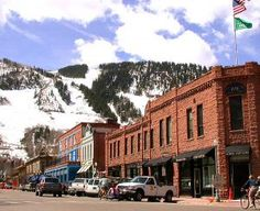 Top 4 ski towns in Colorado that you must visit