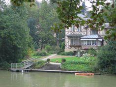 Casa à margem do rio em Bry sur Marne. (fonte da imagem: math.spbu.ru)