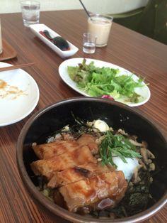 名古屋市中区大須のエリックライフ カフェ鳥のてりやき丼