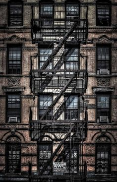 The Lower East Side, New York City. Slightly dodgy in a desirable way, the Lower East Side exudes an uncanny charm. Cramped spaces, rusty fire escapes, and gritty alleyways only add to its artful appeal. New York Trip, New York City, Photographie New York, Voyage New York, Empire State Of Mind, Fire Escape, City That Never Sleeps, Concrete Jungle, Greenwich Village