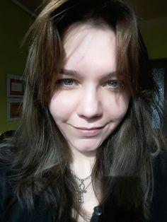 Brunette hair green eyes madium skin