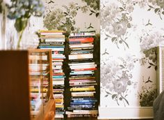 Uma decoração simples e linda. Veja como fazer: www.casadevalenti... #decoracao #decor #simple #simples #home #interior #design #ideia #idea #livros #books #casadevalentina