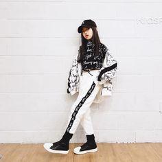 """나하은 (Na Haeun) on Instagram: """"하늬스타일  멋짐이란건... 키팝을입는다는것  kipop.co.kr 모자,신발은 개인소장 제품입니다 .  #나하은 #nahaeun #awesomehaeun #어썸하은 #데일리룩 #무대의상 #공연의상 #연습복 #댄스복 #키팝 #kipop #간지뿜뿜…"""" Trendy Baby Girl Clothes, Teenage Girl Outfits, Kids Outfits Girls, Girls Fashion Clothes, Cute Summer Outfits, Cute Outfits, Looks Hip Hop, Stylish Little Girls, Girl Trends"""