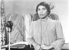 Marian Anderson Famed opera singer and civil rights pioneer, Anderson broke a color barrier in classical music when she performed at the Lincoln Memorial in Washington in 1939.