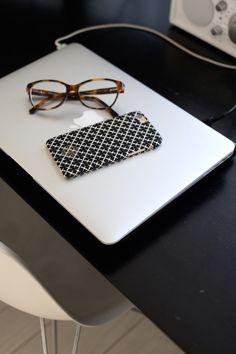 Homevialaura | home office | tortoise eyeglasses | MacBook Air | By Malene Birger | iPhone cover