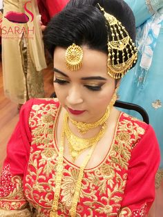 Our client Sana Rizvi dolled up in a traditional Muslim bridal attire --- we gave her gold eye make up with a chunk of gold glitter from #STILAgoldgoddess on her eye lids and darker corners to enhance her beautiful almond shaped eyes --- flawless base and a bright red lip color by #MACrubywoo and #hudabeautyheartbreaker to complete the look 😍😍😍 #mumbaimakeupartist #bridalmakeupartist #muslimbrides #partymakeupartist #creativemakeupartist #makeup #makeupartist #bestmakeupartist…
