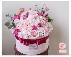 """""""Pretty pink  • Pivoine's fresh flowerbox @itspivoine WA : +62 898 9090 778 (NO CALL please) Line : tashavania08  #itspivoinebouquet #florist…"""""""