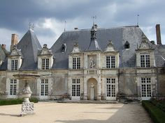 Villesavin Castle, Tour-en-Sologne, Loire-et-Cher Francia. Beautiful Castles, Beautiful Buildings, Beautiful Homes, Old Mansions, Mansions Homes, French Castles, Interior Minimalista, Castle House, Marquise