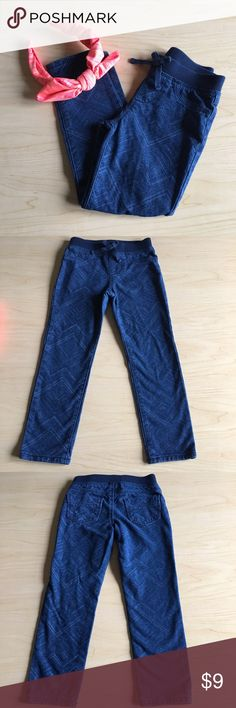 🦋Girls Jean Leggings Girls leggings with pretty design throughout.  The size is labeled 5T, but run small and fit more at a 4T.  The material in not a stiff jean feel and is soft.  Super Cute!  Pants are in GOOD used condition!  From a smoke and pet free home!  20% off bundles! Arizona Jean Company Bottoms Leggings