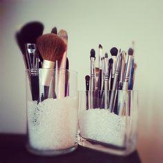 inexpensive makeup brush holder