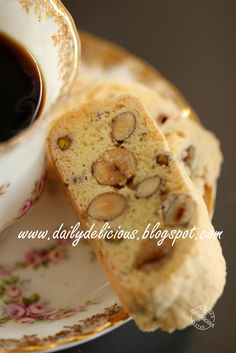 dailydelicious: Nutty Biscotti: Keep it or give it!