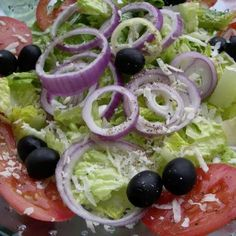 Olive Garden Salad (Copycat) Recipe --SHUT UP. Who needs a recipe for salad? Specifically, the olive garden salad - the worlds simplest salad. Olive Garden Salad, Olive Garden Recipes, Vegetable Recipes, Olive Salad, Olive Garden Appetizers, Olive Garden Dressing, Vegetable Salad, New Recipes, Cooking Recipes