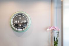 Die Brüher - Ein Coffeedate bei 35 Grad in Linz - coral and mauve Mauve, Coffee Shop, Coral, Linz, Coffee Shops, Coffeehouse