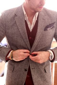 using a bandana as a pocket square: Go ahead, break the rules if the rest of your clothes work this well - like the layering of the cuffs in relation to the watch. Sharp Dressed Man, Well Dressed Men, Preppy Style, My Style, Preppy Mens Fashion, Men's Fashion, Mens Trends, Mens Style Guide, Dapper Men