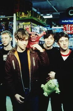 pinner said ; Blur One of my favorite bands of all time. Versatile, innovative and with completely distinctive sound Damon Albarn, Foo Fighters, Radiohead, Music Is Life, My Music, Bon Jovi, Blur Band, Charlie Brown Jr, British Rock