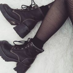 I need me some boots like these Grunge Style, Soft Grunge, Alexander Mcqueen, Gothic, Punk, Mode Chic, Doc Martens Oxfords, Trends, Grunge Fashion