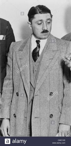 frank-nitti-1881-1943-chicago-gangster-who-was-convicted-of-tax-evasion-CWC1X5.jpg (677×1390)