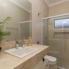 Banheiro Claro com Nicho Embutido de Banheiro simples de SA Engenharia e Arquitetura - Viva Decora