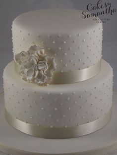 Love Wedding Cakes A two-tiered white-and-gold wedding cake with a gold striped accent, from Sugarbelle Cakes. 2 Tier Wedding Cakes, Small Wedding Cakes, White Wedding Cakes, Elegant Wedding Cakes, Beautiful Wedding Cakes, Gorgeous Cakes, Wedding Cake Designs, Pretty Cakes, Gold Wedding
