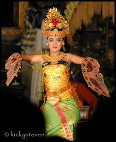 The Kupu Kupu Tarum dance