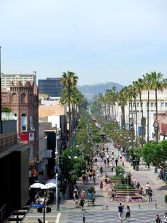 Our weekend plans include strolling and shopping at Third Street Promenade - and maybe a little people watching while we sip our smoothies too.