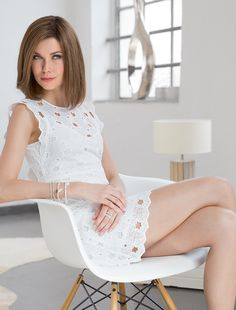 TRINITY -  Modern Radiance. Radiate a modern savoir vivre with this shoulderlength designer hair-cut with a perfect  nish.