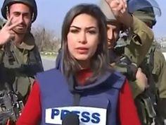 Una periodista palestina que reportaba para un noticiero local desde la región de Abud, en Cisjordania, fue hostigada por tres militares israelíes a mitad de su transmisión. Mientras la joven intentaba concentrarse para dar su reporte, los soldados no paraban de hacer señas y gestos a sus espaldas. A pesar de las distracciones, la reportera […]