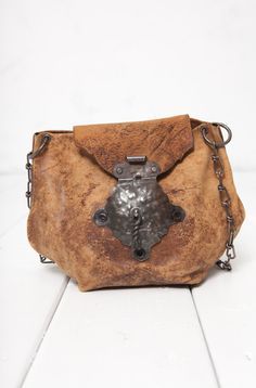 Berber inspired leather bag    http://vintage.boatpeopleboutique.com/en/product/tuniss-vintage-leather-bag-bp-001775.html