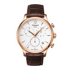 Die Tissot Tradition bleibt mit ihrem klassischen Vintage-Look ihrem Erbe treu und ist deshalb ein wahres Muss für Uhrenliebhaber. Ihr unwiderstehlicher und zeitloser Vintage-Stil mit dem Guilloche-Dekor und dem geschwungenen 316L - Edelstahlgehäuse im Stil der 1950er Jahre mit roségoldfarbener PVD-Beschichtung betonen ihre Attraktivität. Das Swiss Made Quartzwerk dieses Chronographenmodells der Tissot Tradition wird von einem gewölbten, kratzfesten Saphirglas geschützt und verfügt über…