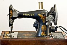 Vintage 1917 Singer Sewing machine to hire for wedding venue decoration