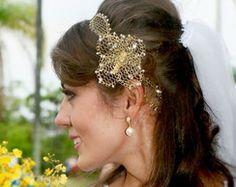 Tiara noiva rendinha dourada com flor