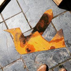 Scrap metal on the patio floor. Do you see what I see?? #phoenixstudiotowersey #phoenixstudio #studiolife #creativity #artcourses  #wire #wiresculpture #scrapmetal #coincidence #happinessthroughchance