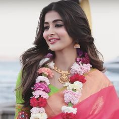 Pooja hegde actress beauty image gallery cute and hot and bollywood item Indian model unseen latest very beautiful and sexy wedding selfie n. Bollywood Girls, Bollywood Actress Hot, Tamil Actress, Most Beautiful Indian Actress, Beautiful Actresses, Photos Hd, Glamour Ladies, Beautiful Girl Image, Beautiful Smile