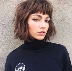 Messy Blonde Bob with Lowlights - 60 Best Short Bob Haircuts and Hairstyles for Women in 2019 - The Trending Hairstyle Short Layered Bob Haircuts, Short Bob Hairstyles, Twist Hairstyles, Cool Hairstyles, Messy Blonde Bob, Medium Hair Styles, Curly Hair Styles, Langer Pony, Wedding Bun Hairstyles