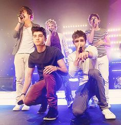 All the other boys are singing and then Zayn's just like... IDGAF. Haha! :) You all are dorks. Harry Styles, Niall Horan, Louis Tomlinson, Zayn Malik and Liam Payne - One Direction <3