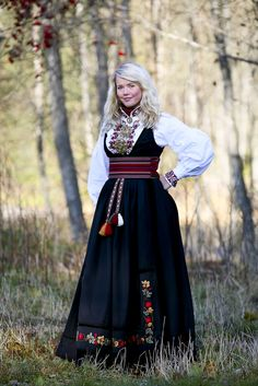 Beltestakk from Telemark Norwegian Clothing, Norwegian Fashion, Folk Costume, Costumes, Folklore, Traditional Outfits, Norway, Clothes, Beautiful