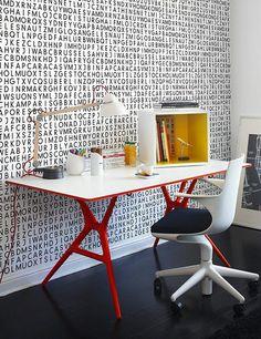 Kartell Spoon tafel en Spoon bureaustoel zijn zeer geschikt voor kleine ruimtes, zoals een thuiswerkplek.